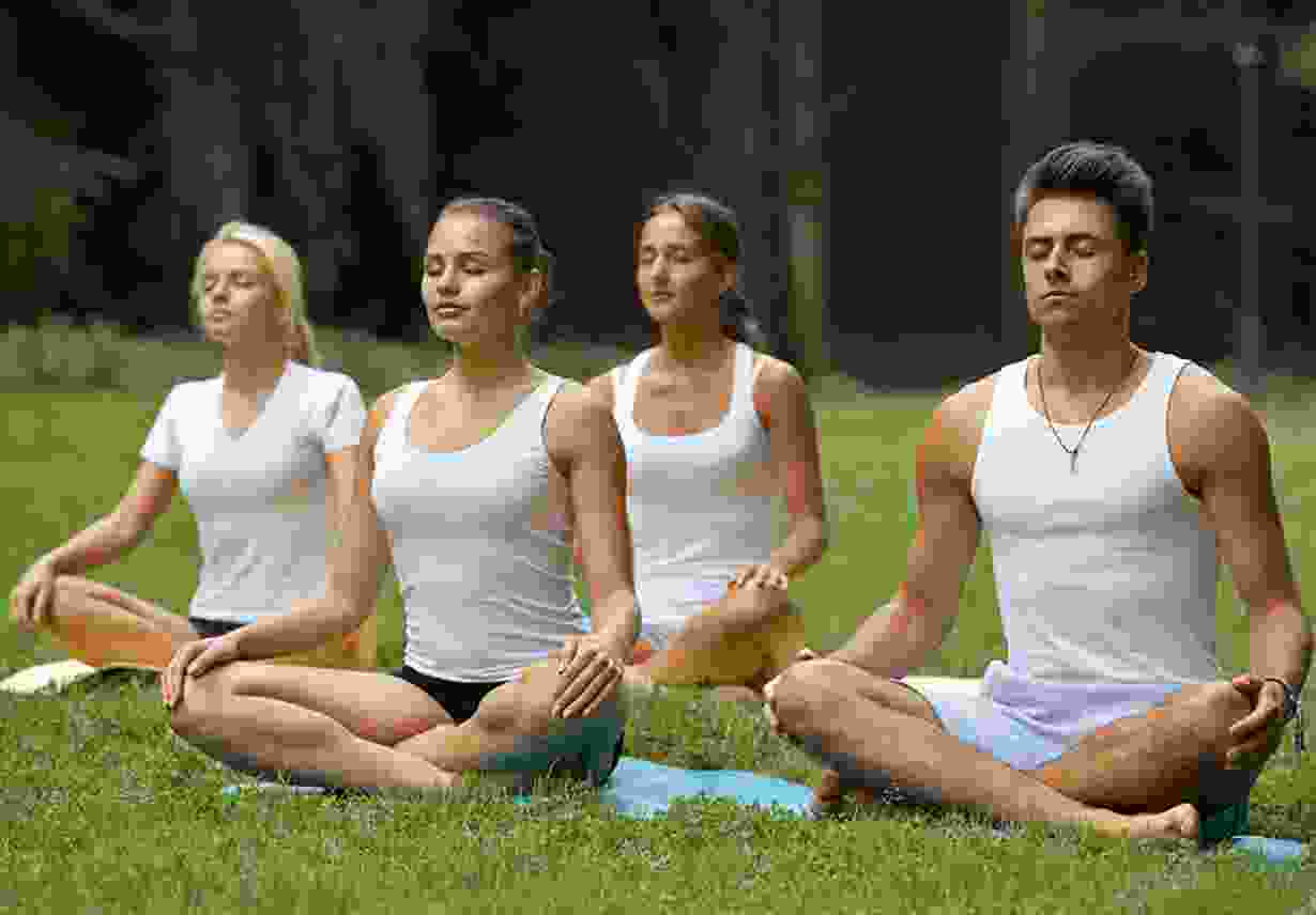img-people-yoga-session